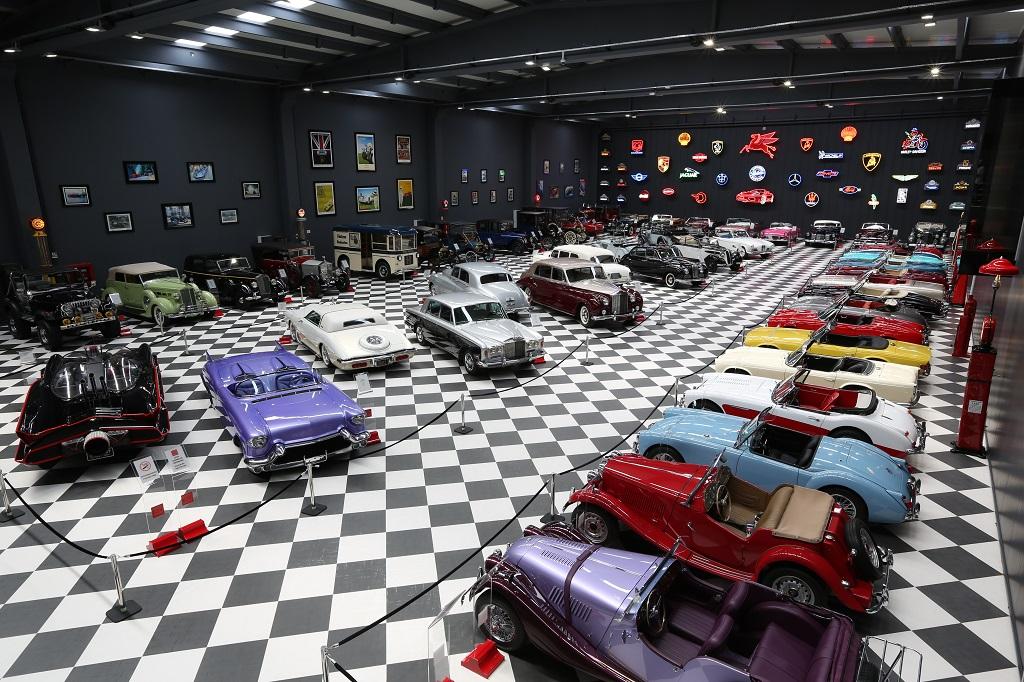 Klasik otomobil tutkunlarını beklyior