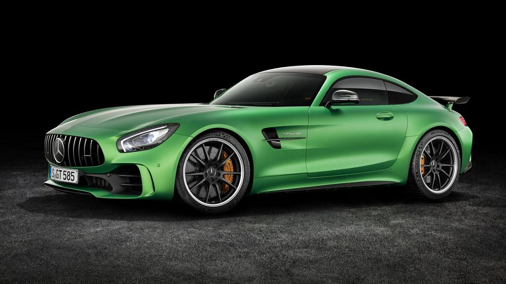 Mercedes AMG GT R perdelerini kaldırdı