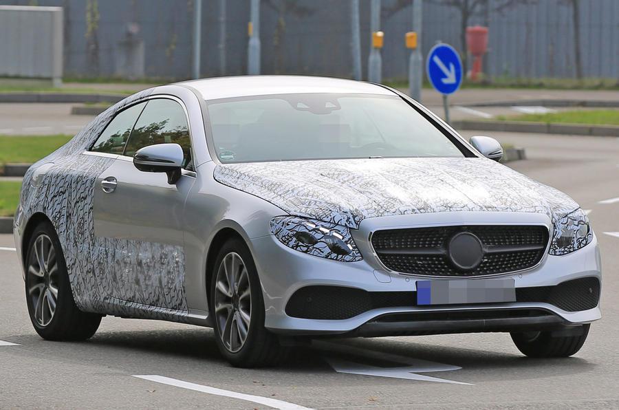 Mercedes E Serisi Coupe hafif kamuflajlı yakalandı
