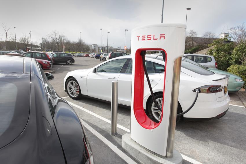 Yeni Tesla Supercharger ücretleri açıklandı.