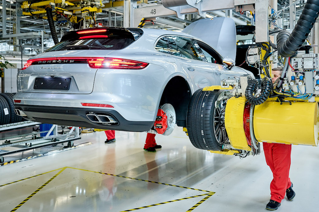 Porsche Panamera Sport Tourismo üretim bandında