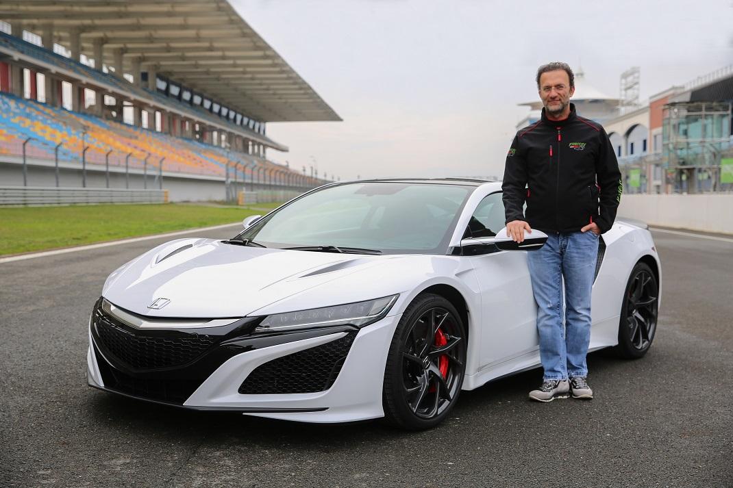 Honda'nın en hızlı otomobili NSX'in ilk Türk sahibi Vural Ak oldu