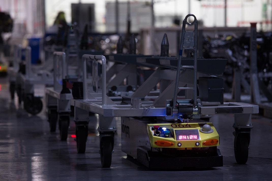 SEAT üretim merkezinde 125 robot işçi günde 23 bin 800 parça taşıyor