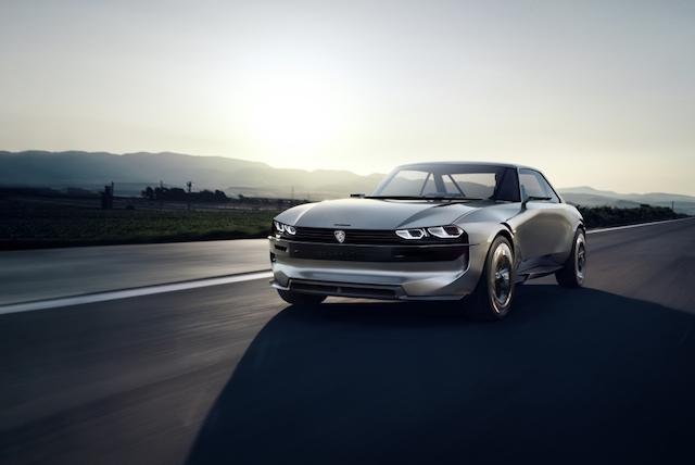 Peugeot e-Legend konsepti geçmişi geleceğe taşıyor