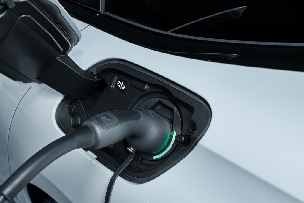 Peugeot'dan hibrit teknolojisine güçlü adım