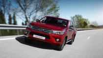 Toyota Hilux zirveyi bırakmıyor