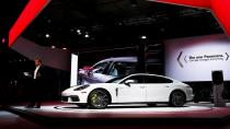 2017 Porsche Panamera otomobilseverlerle buluştu