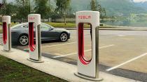 Tesla, sınırsız bedava süperşarj hediyesini uzatıyor