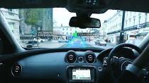 Akıllı ön camlar, otomobilin içindeki yeni reklam panoları olarak görülüyor.