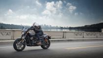Harley-Davidson Street Rod modeli yollarda