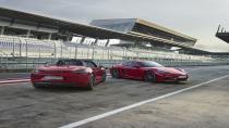 Porsche'den daha donanımlı ve yüksek performanslı iki yeni 718!