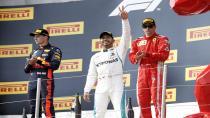 Lewis Hamilton Silver Arrows ile 44. galibiyetini aldı