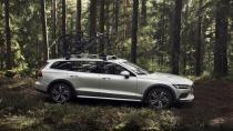 Yeni Volvo V60 Cross Country'yi tanıttı!